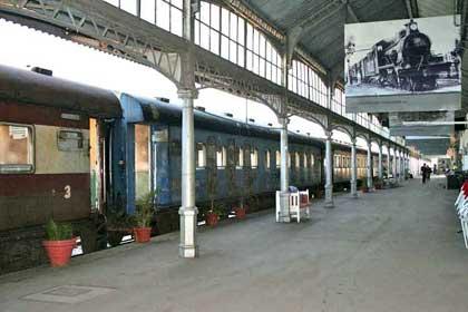 Mozambique-Train-Station-Wildmoz.com