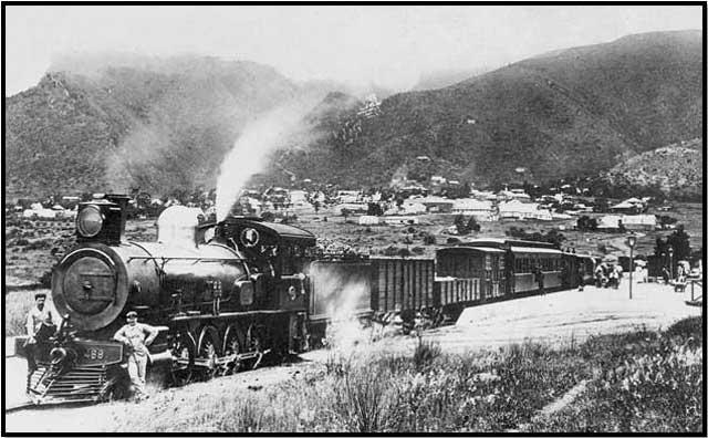 Train-Barberton-Station-c1912-Selati-Line-Wildmoz.com