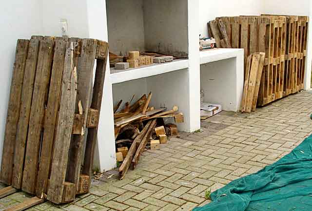 Pallet-Workshop-Table-Pallets-Wildmoz.com
