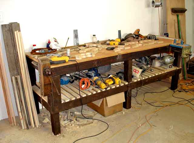 Pallet-Workshop-Table-Quilt-Rack-Project-Wildmoz.com