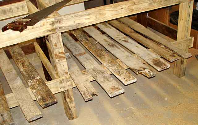 Pallet-Workshop-Table-Under-Slats-Wildmoz.com