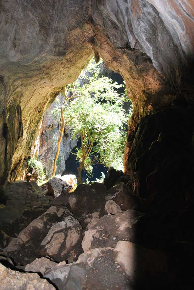 Sleeping-Pool-Cave-Wildmoz.com