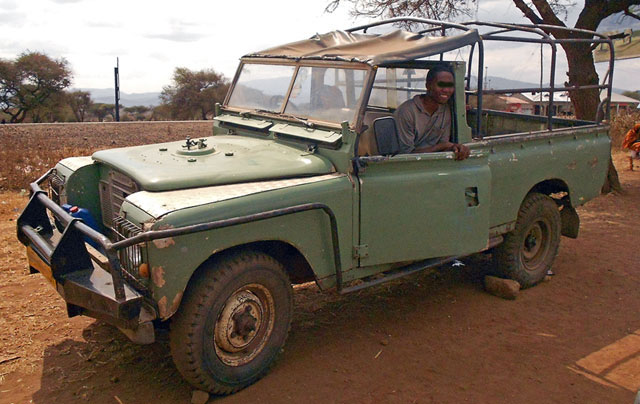 African-Land-Rover-Going-Good-Wildmoz.com