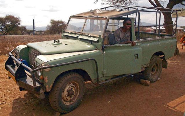 African-Land-Rover-Going-Good-Wildmoz.com