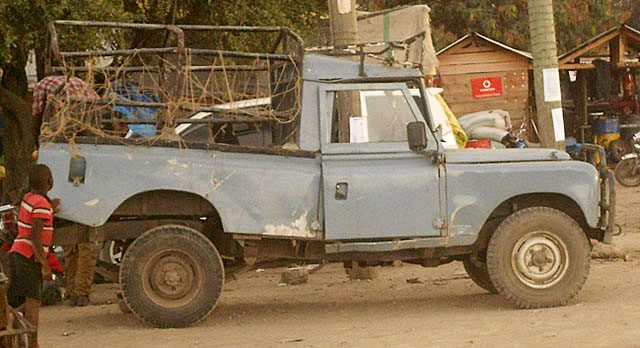 African-Land-Rover-Pickup-Wildmoz.com
