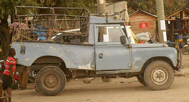 African-Land-Rover-Pickup-Wildmoz.com