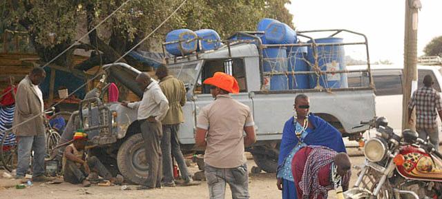 African-Land-Rover-Water-Carrier-Wildmoz.com