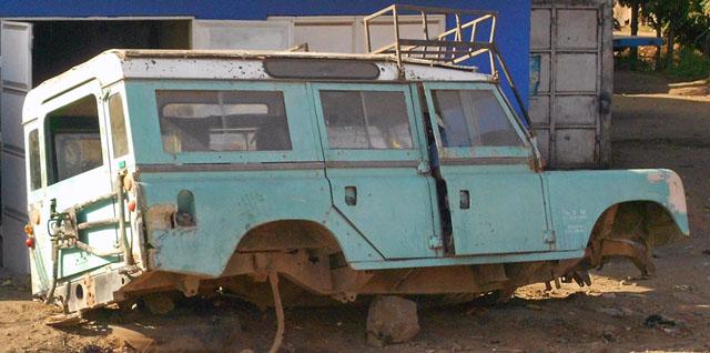 Land-Rover-Road-Marker-Wildmoz.com