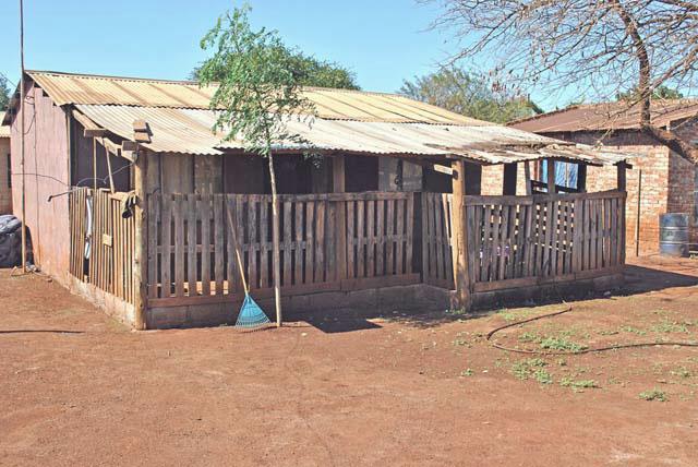 African-Pallet-Porch-Wildmoz.com
