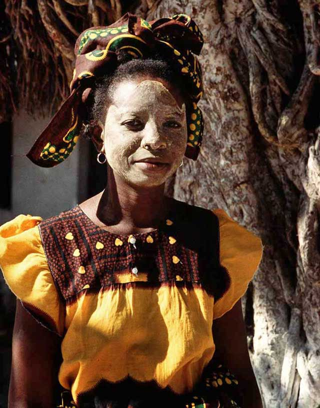 Mozambique-traditional-dress-wildmoz.com