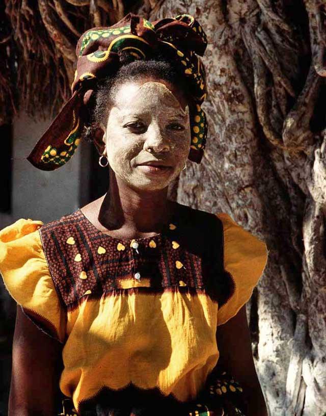 Mozambique-traditional-dress-wildmoz.com