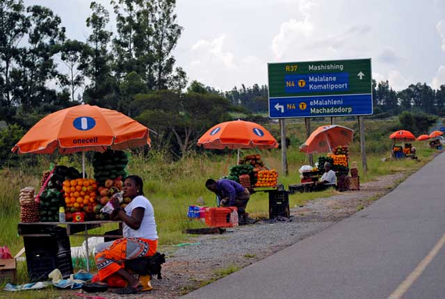 Roadside-Fruit-Sellers-Wildmoz.com