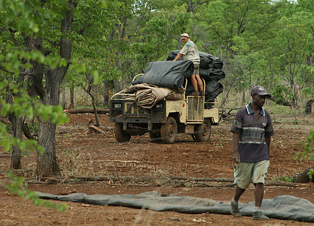 Land-Rover-boma-curtains-wildmoz.com