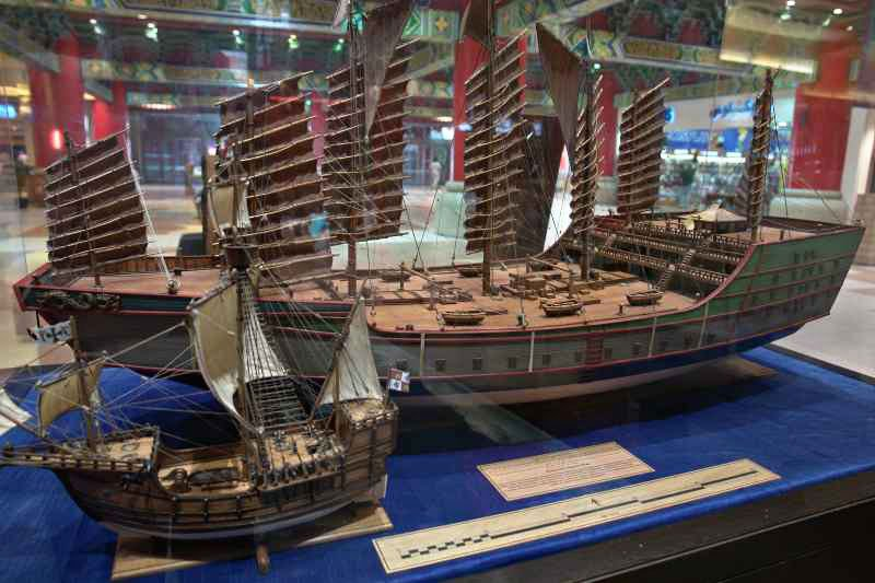 Zheng-He's-Ship-vs-Columbus-Ship-Wildmoz.com